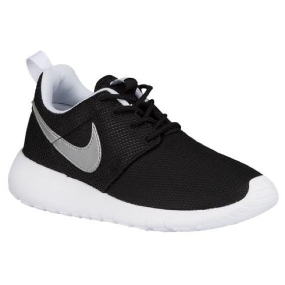 fb092ddb0a90 Women s Nike roshe run
